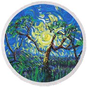 A Sunny Day For The Tree Round Beach Towel
