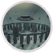 A Ufo & Its Alien Crew Visiting Round Beach Towel