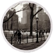 A Walk In Central Park - Antique Appeal Round Beach Towel