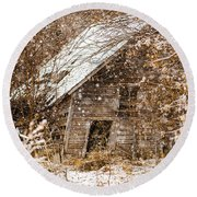 A Winter Shed Round Beach Towel