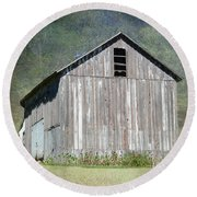 Abandoned Vintage Barn In Illinois Round Beach Towel