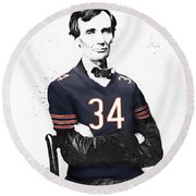 Abe Lincoln In A Walter Payton Chicago Bears Jersey Round Beach Towel