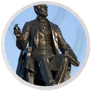 Abraham Lincoln Statue Philadelphia Round Beach Towel