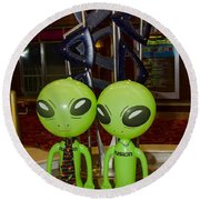 Aliens And Whatamacallit Round Beach Towel