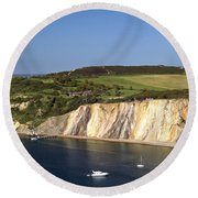 Alum Bay And The Coloured Sand Cliffs Round Beach Towel