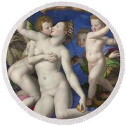 An Allegory With Venus And Cupid Round Beach Towel