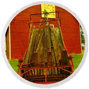 An Old Barn In Kittitas Round Beach Towel