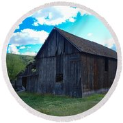 An Old Barn In The Sage Round Beach Towel