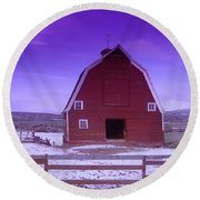 An Old Barn In The Wenas Round Beach Towel
