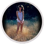 Angel In The Grasses Round Beach Towel