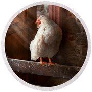 Animal - Chicken - Lost In Thought Round Beach Towel