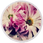 Antique Pink And White Daisies Round Beach Towel