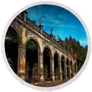 Arches And Statues Round Beach Towel