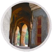 Arches At Red Fort Round Beach Towel