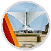The Milwaukee Art Museum By Santiago Calatrava Round Beach Towel
