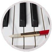Artist Brush On Piano Keys Round Beach Towel