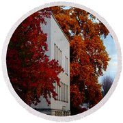 Autumn At The Grants Pass Courthouse Round Beach Towel