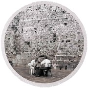 Backgammon At The Ancient Wall Round Beach Towel