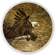 Bald Eagle Capture Round Beach Towel