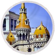 Barcelona Architecture Round Beach Towel