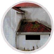Barn - Geometry - Red Roof Round Beach Towel