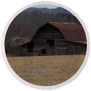 Barn Across The Field Round Beach Towel