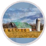 Barn And Silo In West Virginia Round Beach Towel