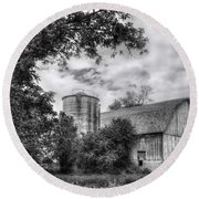 Barn In Black And White Round Beach Towel