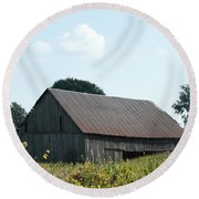 Barn In The Grass Round Beach Towel