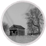 Barn On A Hill In Iowa Round Beach Towel