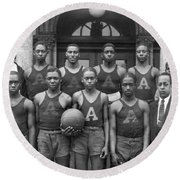 Basketball Team Portrait Round Beach Towel