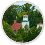 Bay Of Green Bay Lighthouse Round Beach Towel