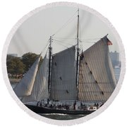 Beautiful Sailboat In Manhattan Harbor Round Beach Towel