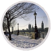 Big Ben Westminster Abbey And Houses Of Parliament In The Snow Round Beach Towel