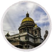 Bird Over St Basil's Cathedral Round Beach Towel