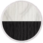 Black And White Attraction Round Beach Towel