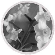 Black And White Flower Round Beach Towel