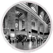 Black And White Pano Of Grand Central Station - Nyc Round Beach Towel