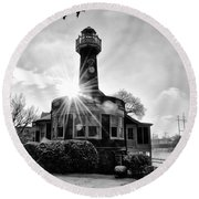 Black And White Philadelphia - Turtle Rock Lighthouse Round Beach Towel