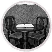 Black And White Sitting Table Round Beach Towel