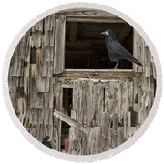 Black Crows At The Old Barn Round Beach Towel