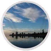 Brushstrokes On The Sky - Blue And White Serenity Round Beach Towel