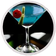 Blue Cocktail With Cherry And Lime Round Beach Towel