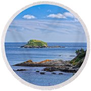 Blue House With An Ocean View Round Beach Towel