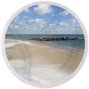 Blue Winter Sea And Sky Round Beach Towel
