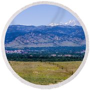 Boulder In The Summertime Round Beach Towel