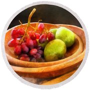 Bowl Of Red Grapes And Pears Round Beach Towel by Susan Savad