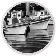 Bows Out Black And White Round Beach Towel