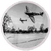 Low-flying Spitfires Black And White Version Round Beach Towel