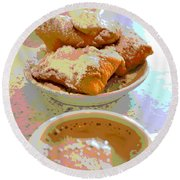 Breakfast Of Champions At Cafe Du Monde Round Beach Towel